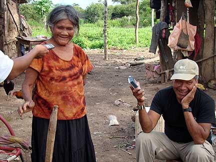 Entrevistas con ancianos y ancianas; documentación de historias de vida